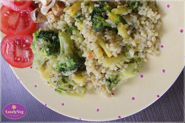 Zöldbabos-brokkolis bulgur